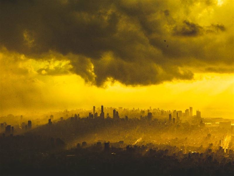 Imagine.. 💛.When  it's a foggy sunset over Beirut❤ .... igpodium ... (Beirut, Lebanon)