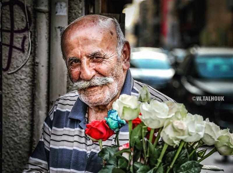 His smile hurts...  portrait  old  man  streets  flowers  flowerseller ... (Jemmayze)