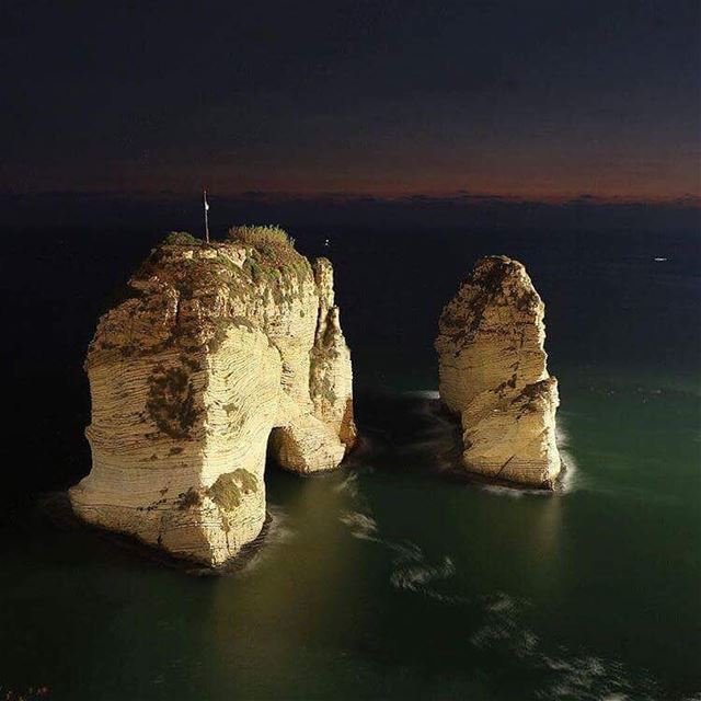•Good evening!•مساء الخير!•Masa2 el kheir!•Bonsoir!•Boa noite!... (Pigeon Rock Beirut.)
