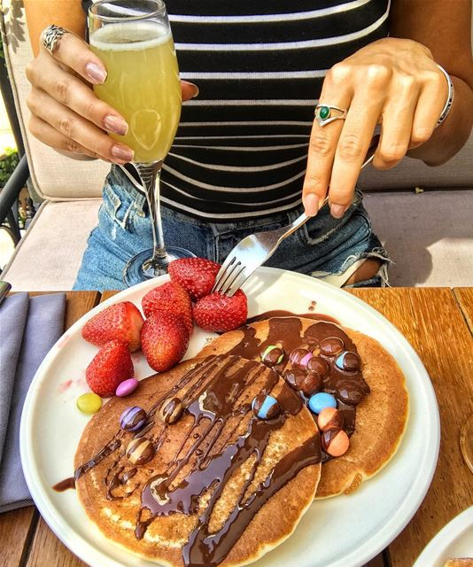 A Sunday Brunch that never ends 🥞🥞🍓🍓 @sudrestobar ........ (SUD Restobar)