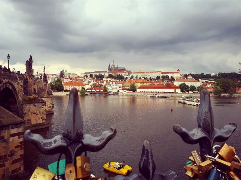 PRAHA  landscape  keysbridge   saintcharlesbridge  praguecastle  lake ... (Pont Saint Charles Prague)