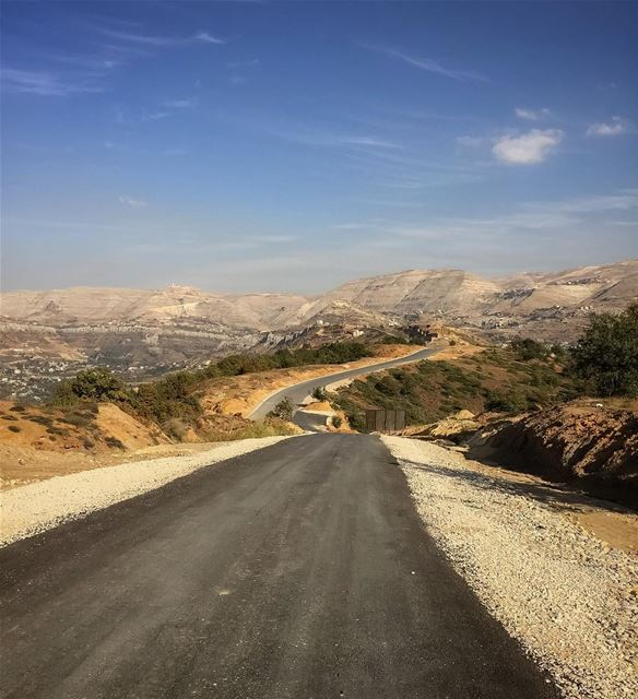 Road to  wonderland  roadtrip  openroad  mountains  mountainview ... (Lebanon)