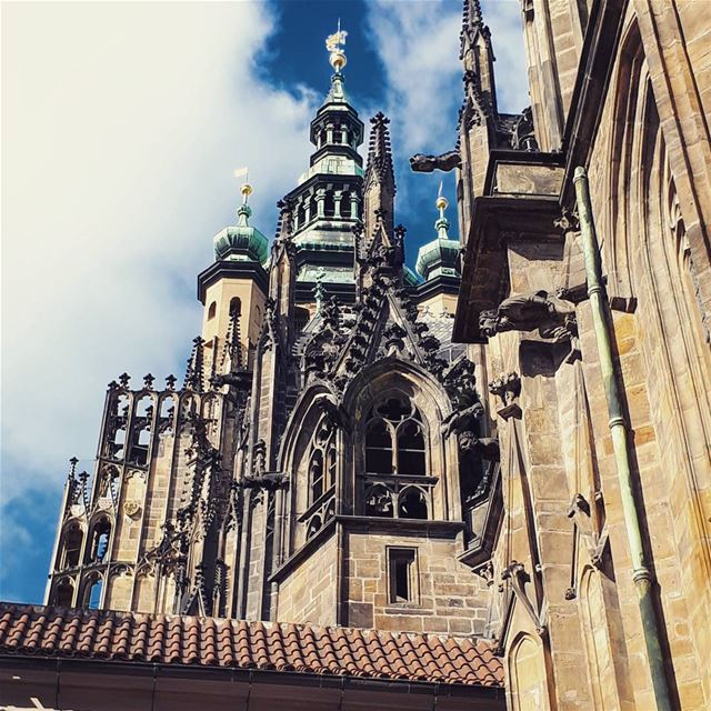 The  castle 🏰  saintvitus  Gothic   architecture  style  prague  statue ... (Prague Castle)