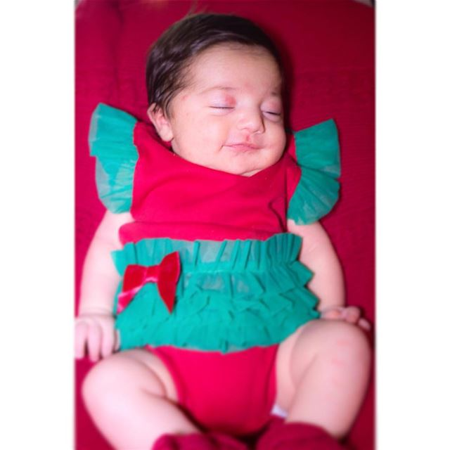 Baby Carelle is so happy that Christmas is finally here! 🎅🏻🎁❤️💚 You...