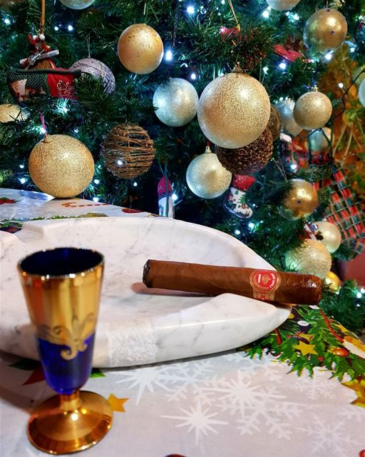 Christmas mood. christmastree decoration cigar cigars juanlopez robusto... (Zahlé District)