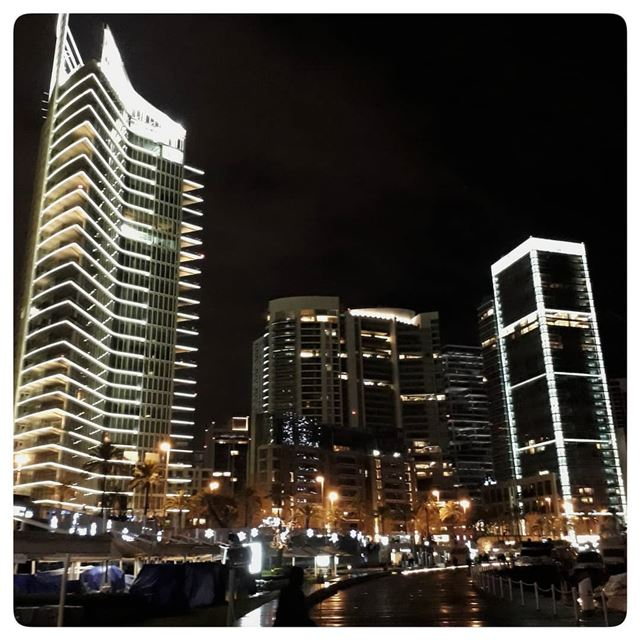 🇱🇧 in the dark of the night.. uglybeirut  uglycity  urban  ugly ... (Beirut, Lebanon)