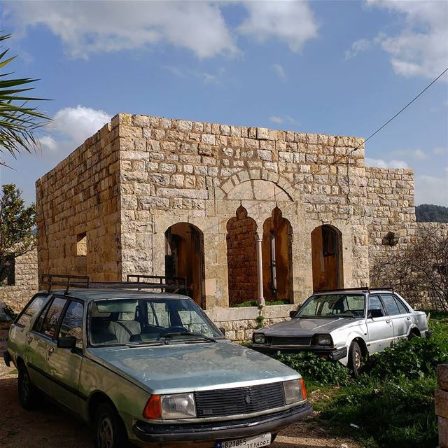 Abandoned mansion converted into a parking lot!  abandon  abandonedlot ... (Dayr Al Qamar, Mont-Liban, Lebanon)