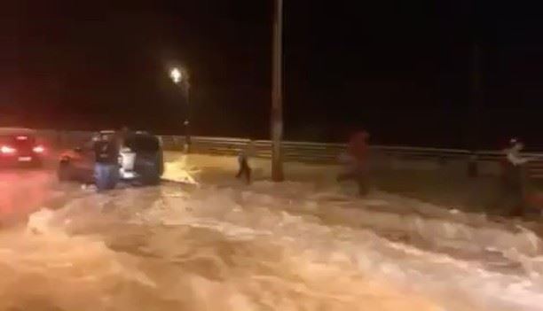 عين المريسة في العاصفة 😮Video taken by @livelove.jnoub 😊 lebanon ... (Ain El Mreisse, Beyrouth, Lebanon)