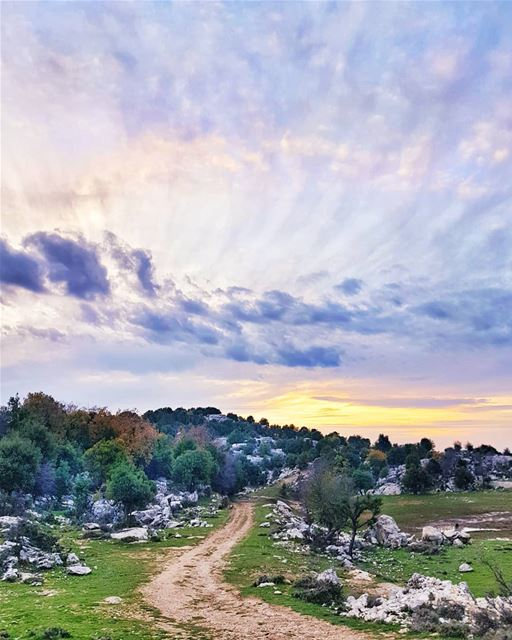 Pathways, sunsets and the stunning skies of Lebanon...💜💜💜 ... (Lihfid, Mont-Liban, Lebanon)