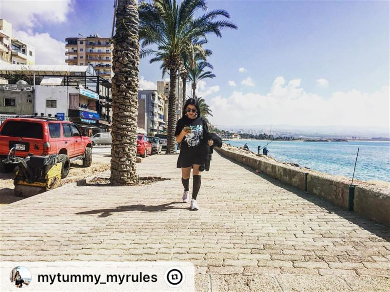 """ livelovelebanon  lovetyre 💙💚  sunnyday sidewalk sea whitesea joying..."
