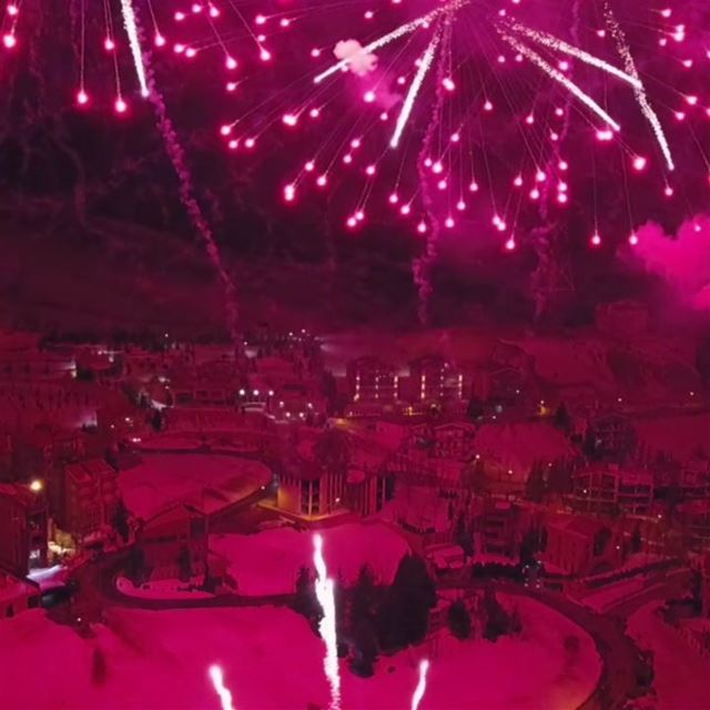 Descente aux flambeaux 🔥Fireworks show 💥The Lebanon I dream of 🇱🇧... (Mzaar Ski Resort Kfardebian)