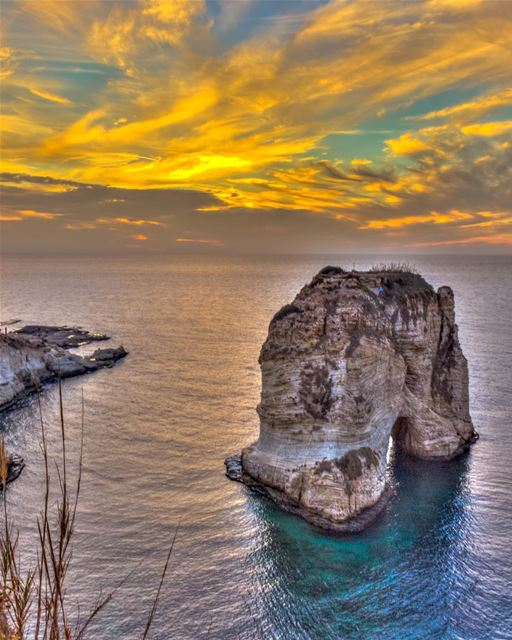 The golden hour 🌅.... Beirut Sunset sky clouds nature landscape sea... (Ar Rawshah, Beyrouth, Lebanon)