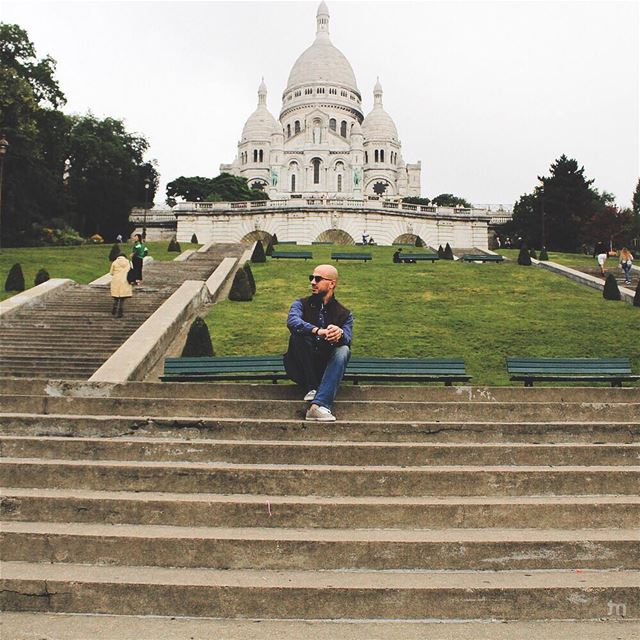 - Live with no excuses and travel with no regrets -... street  paris ... (Basilique Du Sacré-Cœur De Montmartre)