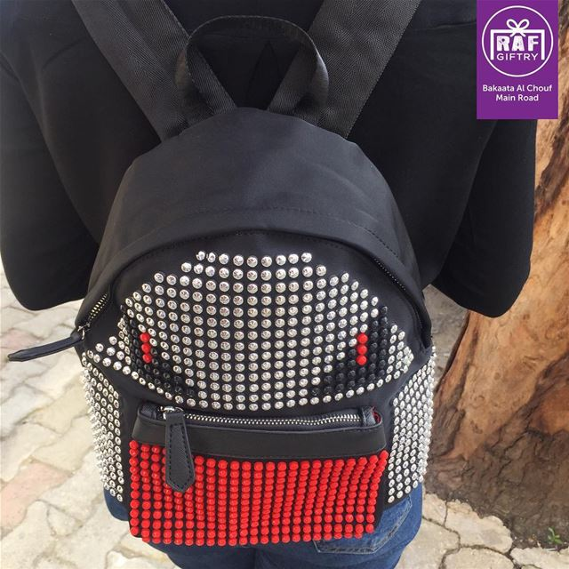 Worth putting it over the shoulders 🎒  raf_giftry...... backpack ... (Raf Giftry)
