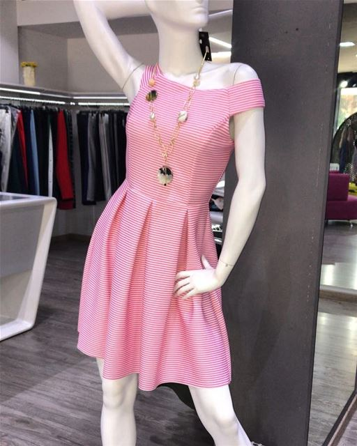 Beautiful pink dress is only a hint of the new upcoming collection, which... (Er Râbié, Mont-Liban, Lebanon)