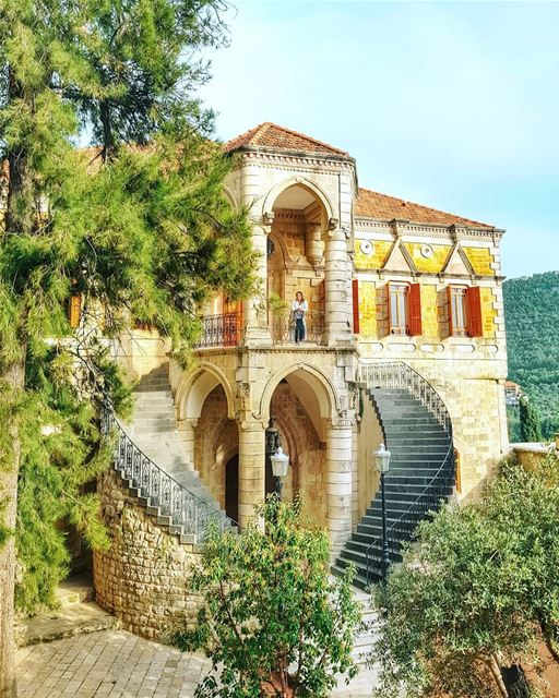 Just waiting for the keys to my Palace... Anyone else wish we could rent... (El-Mukhtarah, Mont-Liban, Lebanon)