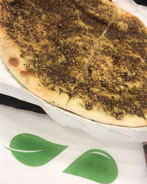 Simplicity !! Traditional dried thyme mankoushe... that you cant resist 🇱� (Zwz Achrafieh)