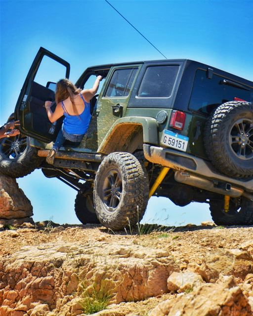 O|||||||O HER getting inside the Jeep be like 🏋🏼‍♀️🤸🏼‍♀️🤦🏼‍♀️ ...