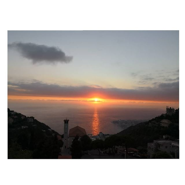 A warm love is what sunset is all about!  Peace  Sunset  beautifullebanon... (Ghosta, Mont-Liban, Lebanon)
