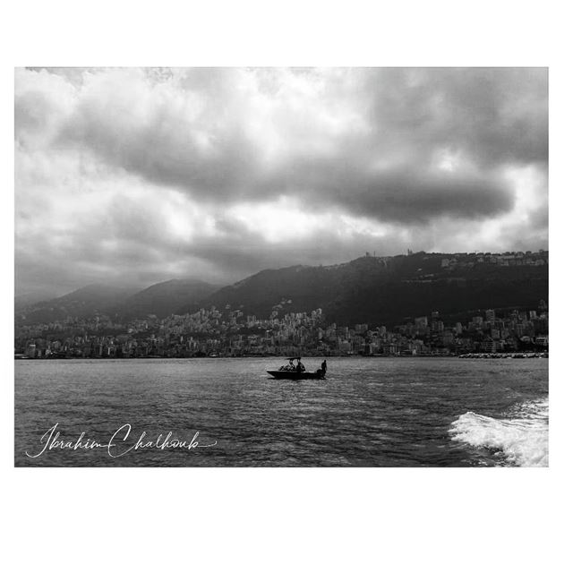 Mi mundo favorito -  ichalhoub at  sea in  Lebanon shooting with a mobile...