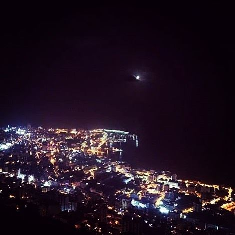 The night is still young .....Photo by @sirineghaddar. night  moon ...