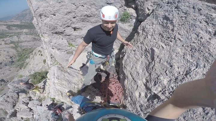 This is how to secure youreself while climbing(Rock climbing in Lebanon... (Tannourine)