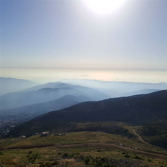 sunsets_captures  sunset_love  sunsethills  hikingaloneisawesome... (Falougha, Mont-Liban, Lebanon)