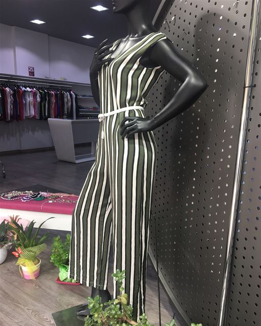 Stripes on jumpsuit half-price 👌DailySketchLook 389 shopping  italian ... (Er Râbié, Mont-Liban, Lebanon)