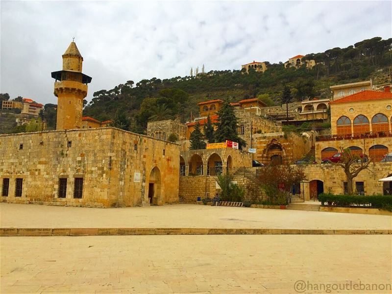 History has marked this town forever ! At the left, Fakhreddine Mosque... (Deïr El Qamar, Mont-Liban, Lebanon)