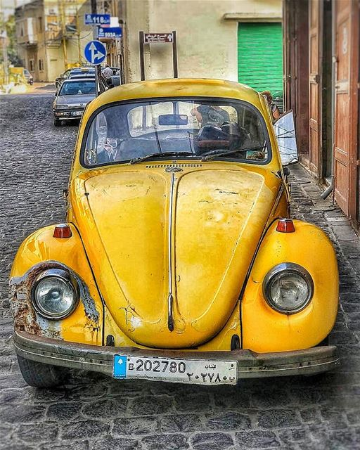 My kind of fancy car💛••••• lebanon batroun vw volkswagen yellow old... (Batroûn)