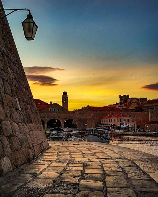 Not only one .. Neither millions of photos ,,Describe what our eyes... (Dubrovnik - Old Town)