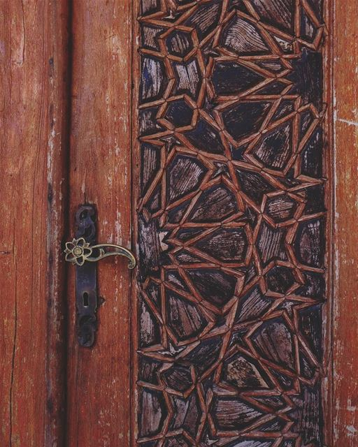 Somehow, objects speak to your soul🚪💜  lebanon  beiteddine ... (Beit Ed-Deen, Mont-Liban, Lebanon)