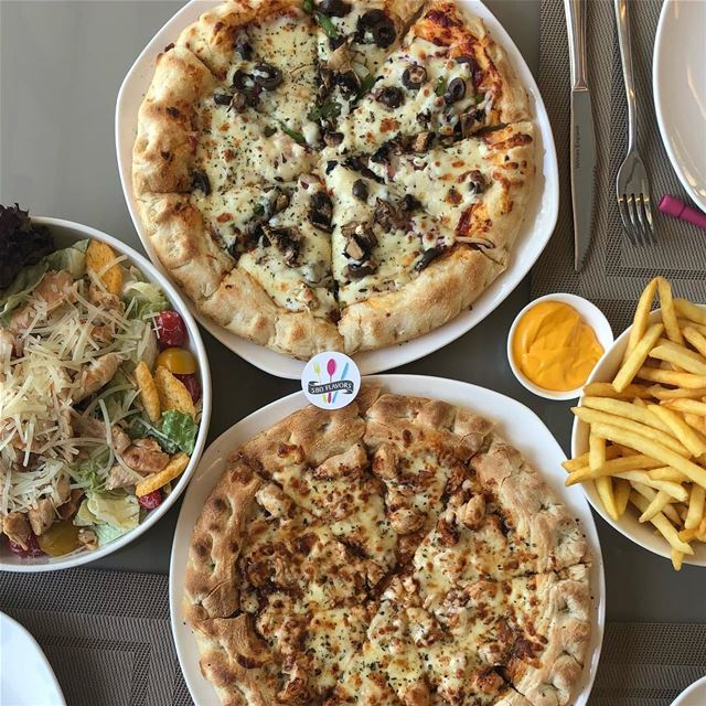 Pizza 🍕 salad 🥗 fries 🍟 best meal ever 😍 @lolivo_verde  kousba ...... (L'olivo Verdé)