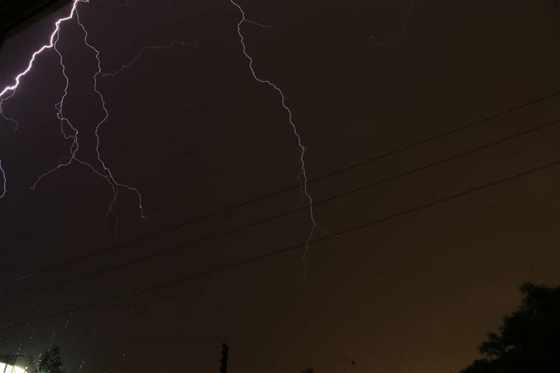 lighting thunder longexposure canon photoghraphy shutterspeed tripod... (Bshmoun)