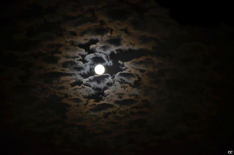 tonight  moon  clouds  sky  picoftheday  photooftheday  tagsforlikes ...