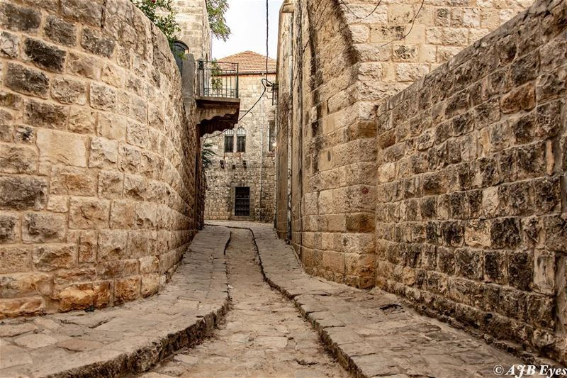We wander through old streets and pause before the age stricken houses;... (Dayr Al Qamar, Mont-Liban, Lebanon)