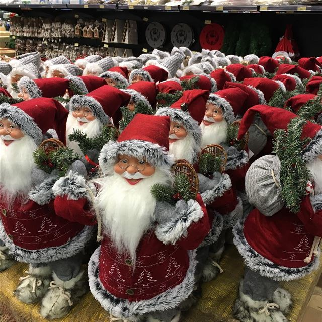 Getting ready for  Christmas  decoracion  santa  Lebanon ... (Spinneys - Lebanon)