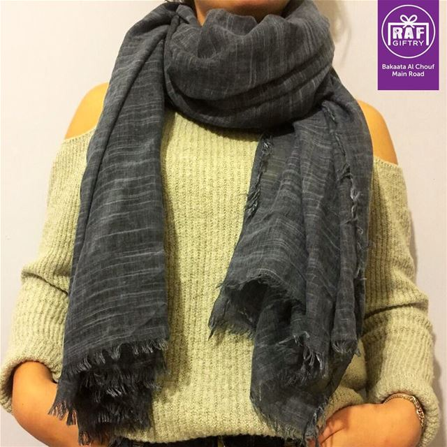 Wrap a scarf around as the weather gets colder 🧣🧣 raf_giftry........ (Raf Giftry)