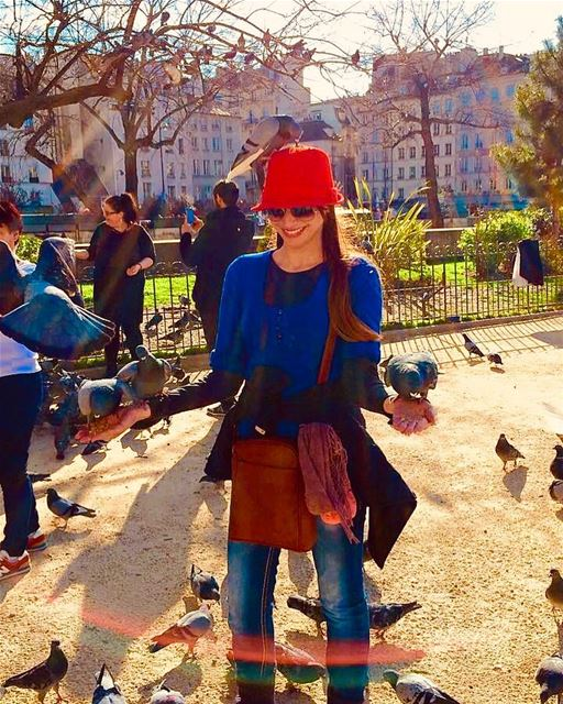 Share your smile with the world... feedingthepigeonsin... (Cathédrale Notre-Dame de Paris)