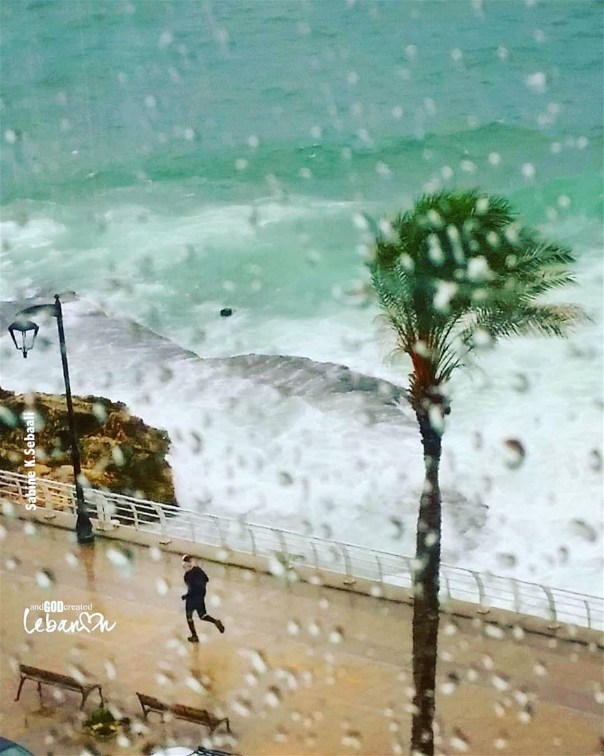 Let's 🏃‍♀️ under the 🌧 Photo taken by @sabseb・・・○○○LIVE ○○○LOVE ○○○RUN (Beirut, Lebanon)