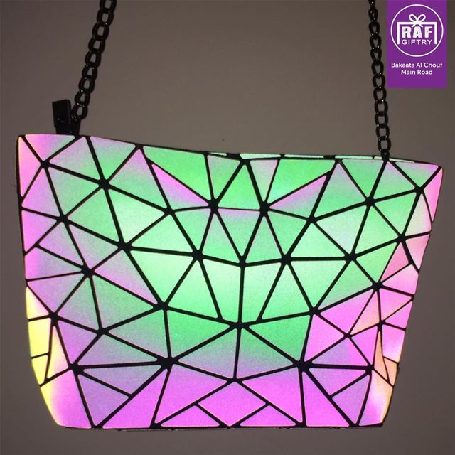 Holographic bag for crazy cool photo parties!! 🤩 raf_giftry......... (Raf Giftry)