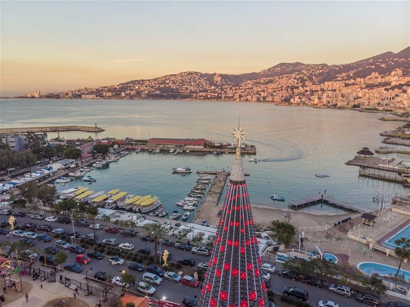 Christmas by the sea 🇱🇧  jounieh....... lebanon  jounieh ... (Jounieh, Liban)
