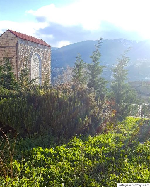 Good morning 2019! 🎉💚❤ ......... newyear  newyearday ... (Bâroûk, Mont-Liban, Lebanon)
