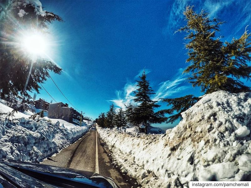 Making memories on a  snowyroadtrip at a time ❄... roads goprohero5... (Zaarour Club)