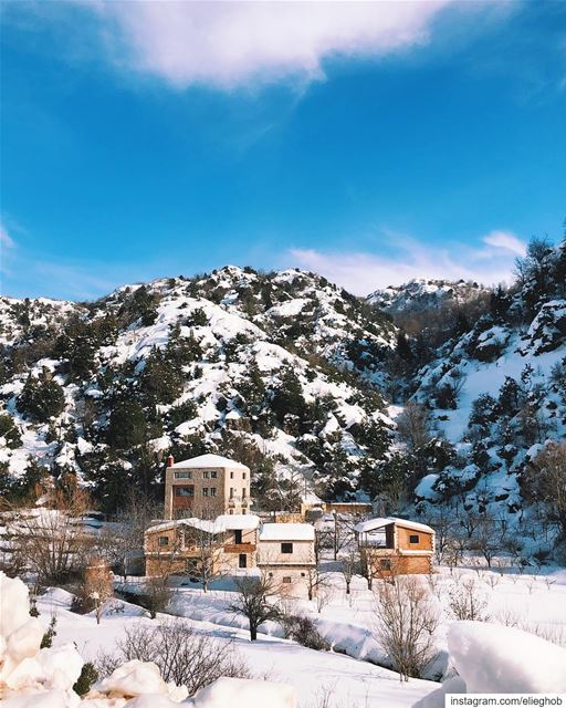Dreamy winter houses❄️💙 (Ehmej, Mont-Liban, Lebanon)