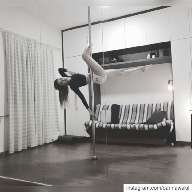 •Stateless•..•••••••••••••••••••••••••• improvisation  poledancer ...