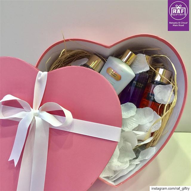 Surprise her with a special perfume set raf_giftry.............. (Raf Giftry)