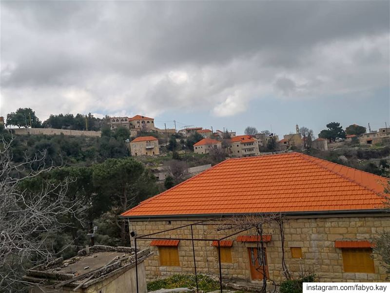 libanon hardin cloudy houses rain lebanonhouses windows naturelovers... (Hardine)