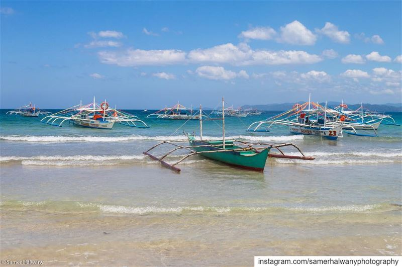 Direction shore!...the  traditional  boats of  palawan  puertoprincesa ...