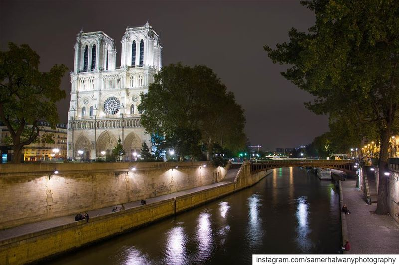 Tears on  notredamedeparis ...sun of the day ! Star of the night!...today ...